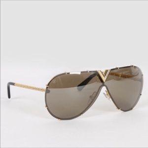 Louis Vuitton Drive gold gorgeous sunglasses!!